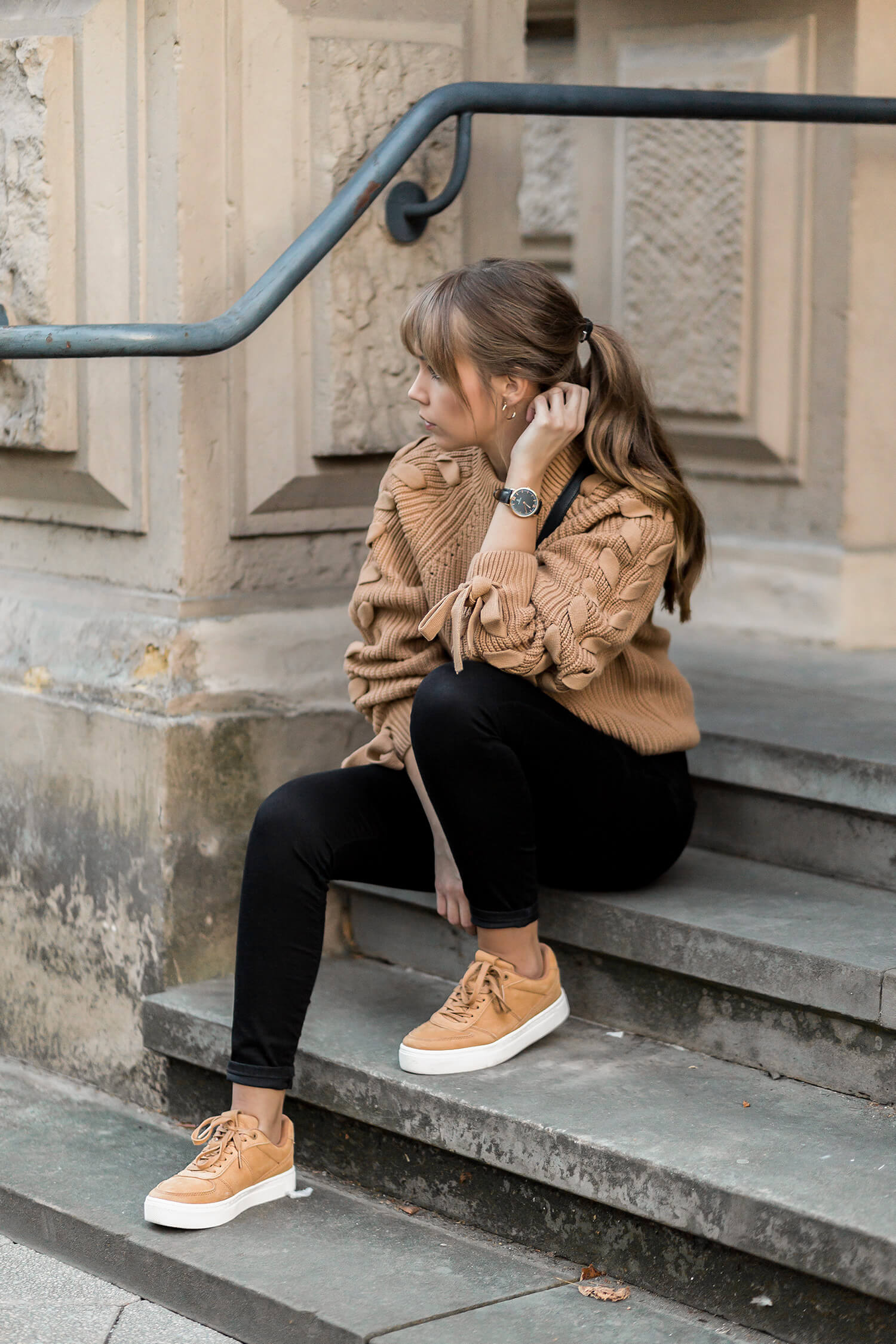 Braune Sneaker stylen, Herbst Must-Have, Shoelove by Deichmann