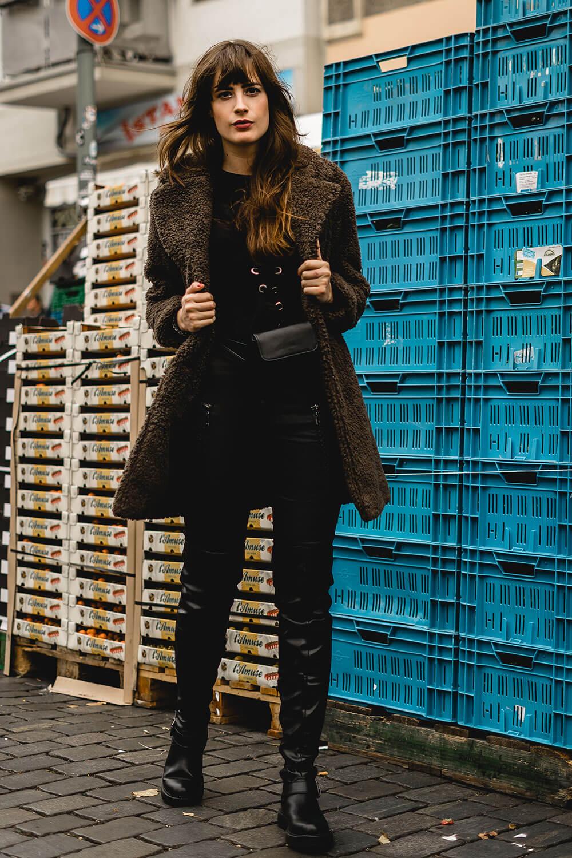 Casual Look mit Overknees-Overknee Stiefel kombinieren-Winteroutfit Overknees-Shoelove by Deichmann-Modeblog Berlin-andysparkles
