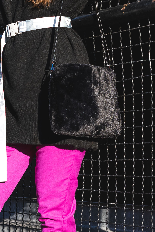 Wie kombiniere ich Fake Fur Bags