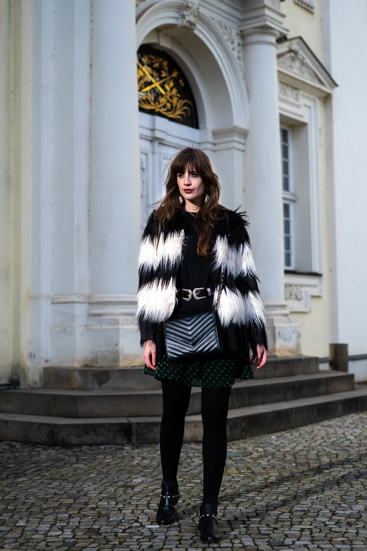Festliches Outfit mit Polka Dots-Deichmann Stiefeletten-Wintermode Outfit-Outfit Weihnachtsfeier-Modeblog andysparkles-Shoelove by Deichmann