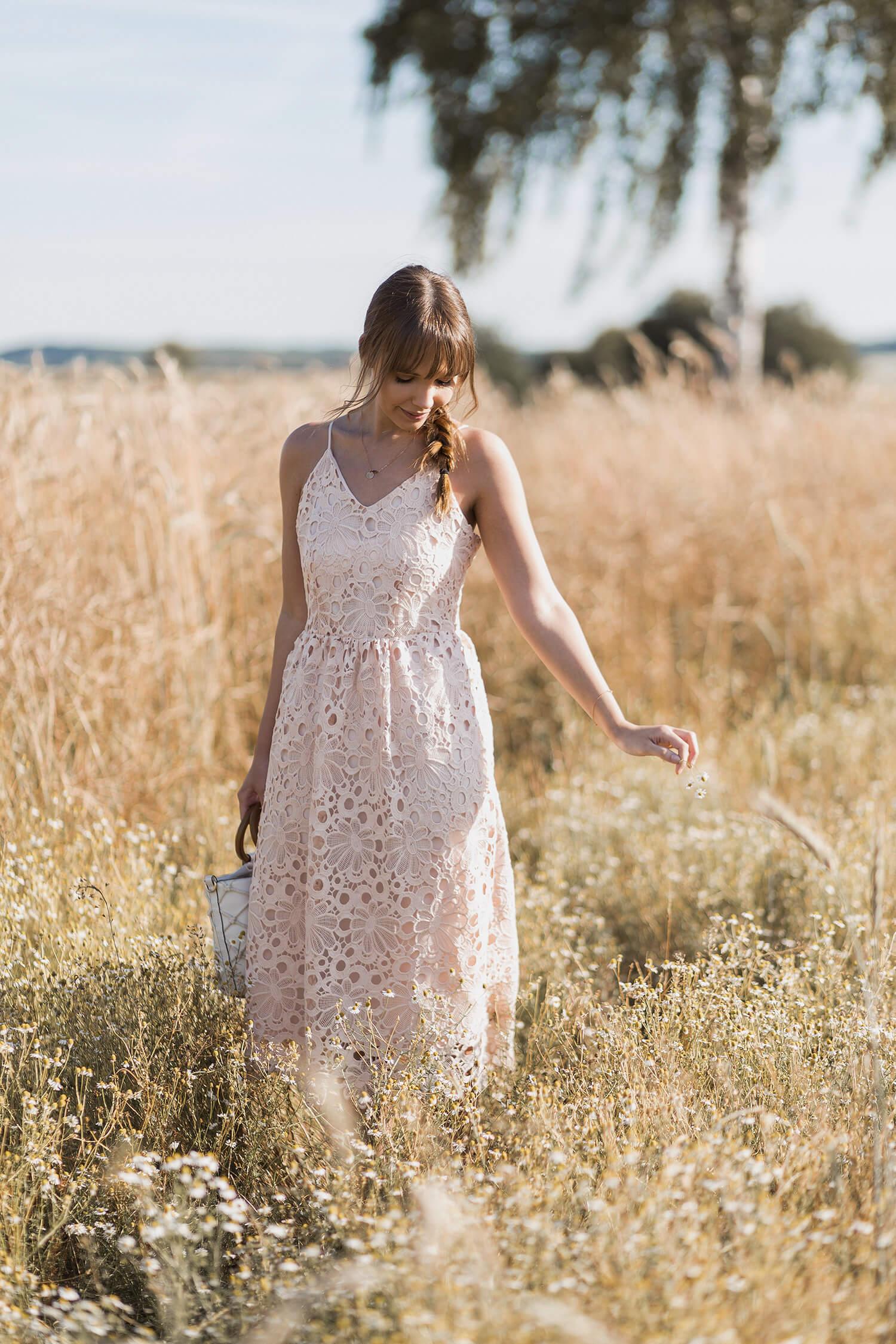 Kleider aus Spitze im Sommer kombinieren, Shoelove by Deichmann