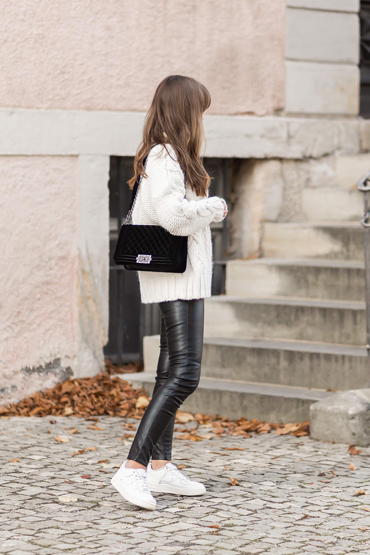 Lederhosen im Herbst richtig stylen, sportliches Herbstoutfit mit Lederhose, Shoelove by Deichmann
