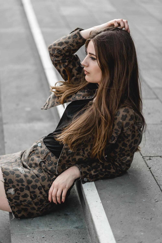 Leo-Print-Leo kombinieren 2018-Leomuster Outfit-Shoelove by Deichmann-Modeblog-andysparkles