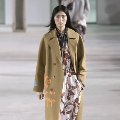 runway-trend-trenchcoat-stiefel