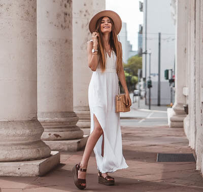 Weiße Maxikleider im Sommer stylen