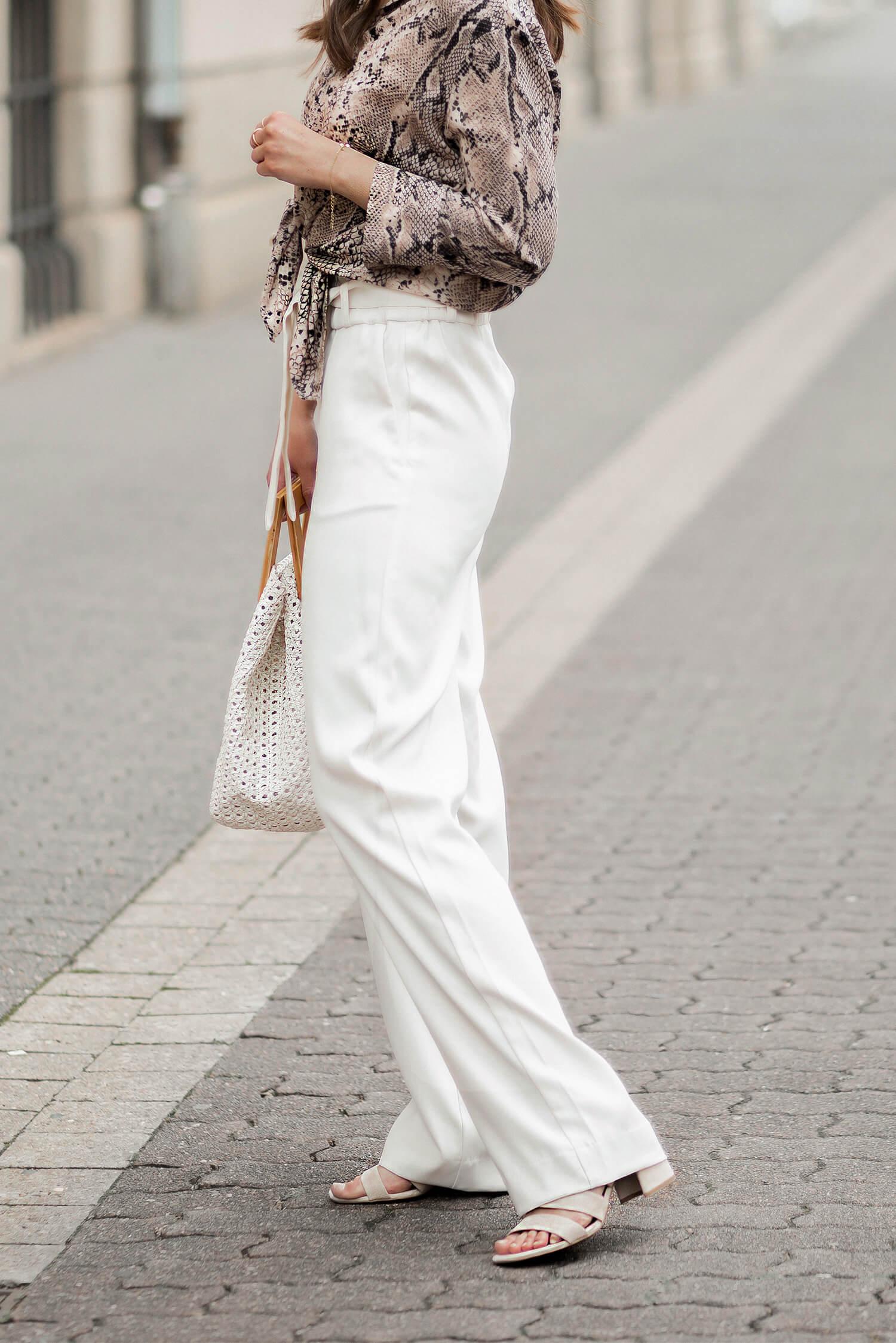 Wide Leg Pants stylen, Hosen mit weitem Bein, Snake Print Bluse, Shoelove by Deichmann