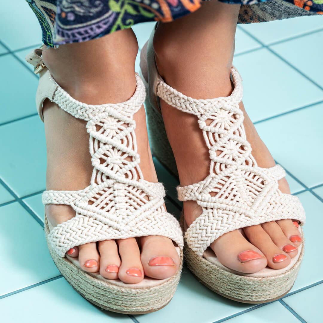 sandalias con plataforma y esparto para verano