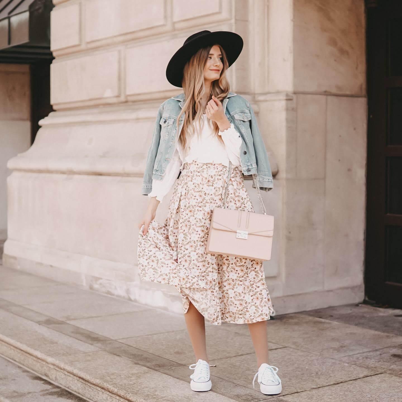 sneakers perfectas para vestido o falda midi