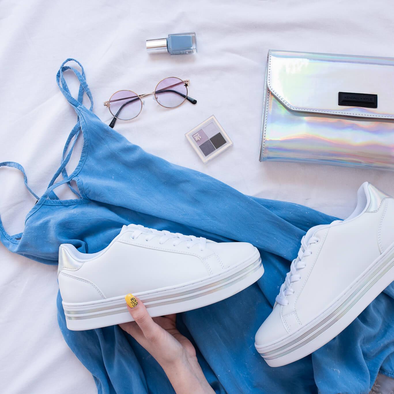 zapatillas blancas para looks de verano