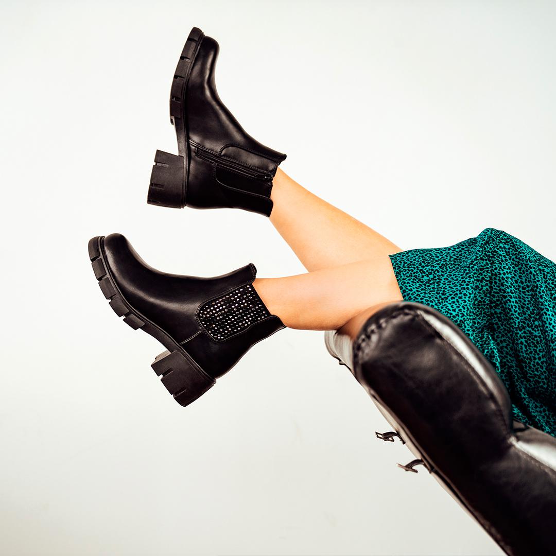 Chelsea Boot nero con borchie decorative, Deichmann