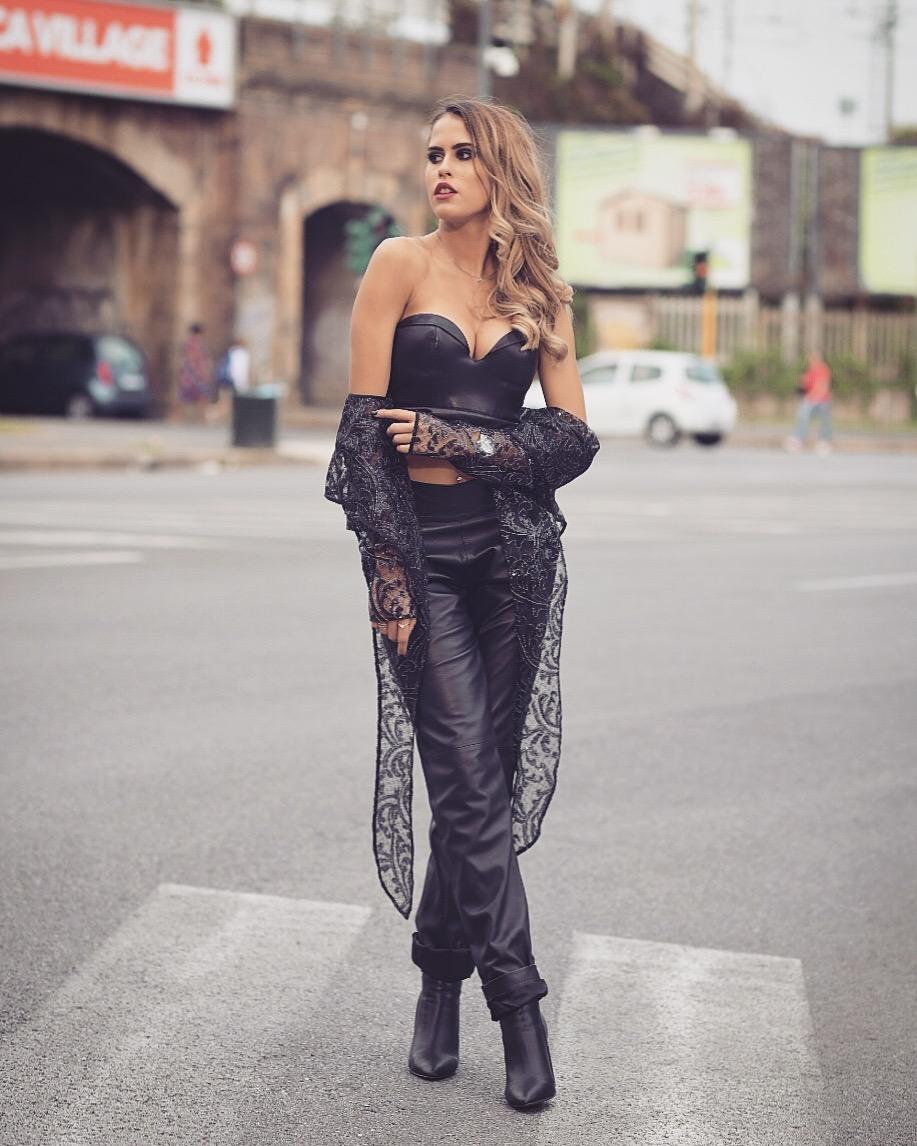 5 tendenza moda - bralette nera come sottogiacca