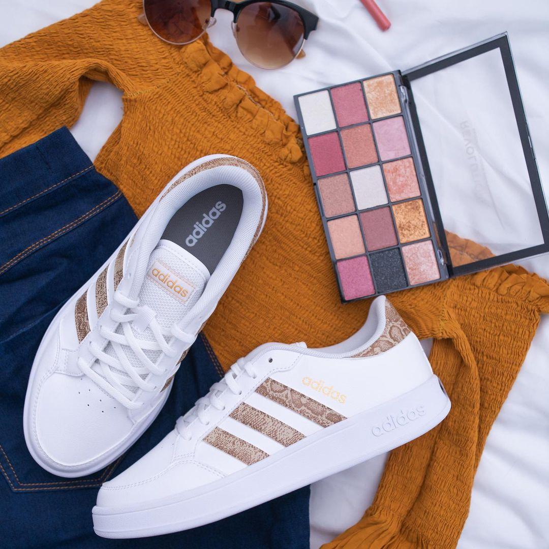 top brand sportivi scarpe, le Adidas Breaknet coi dettagli in stampa pitonata