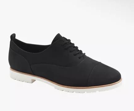 Stringate, scarpa nera da donna con suola bianca in contrasto