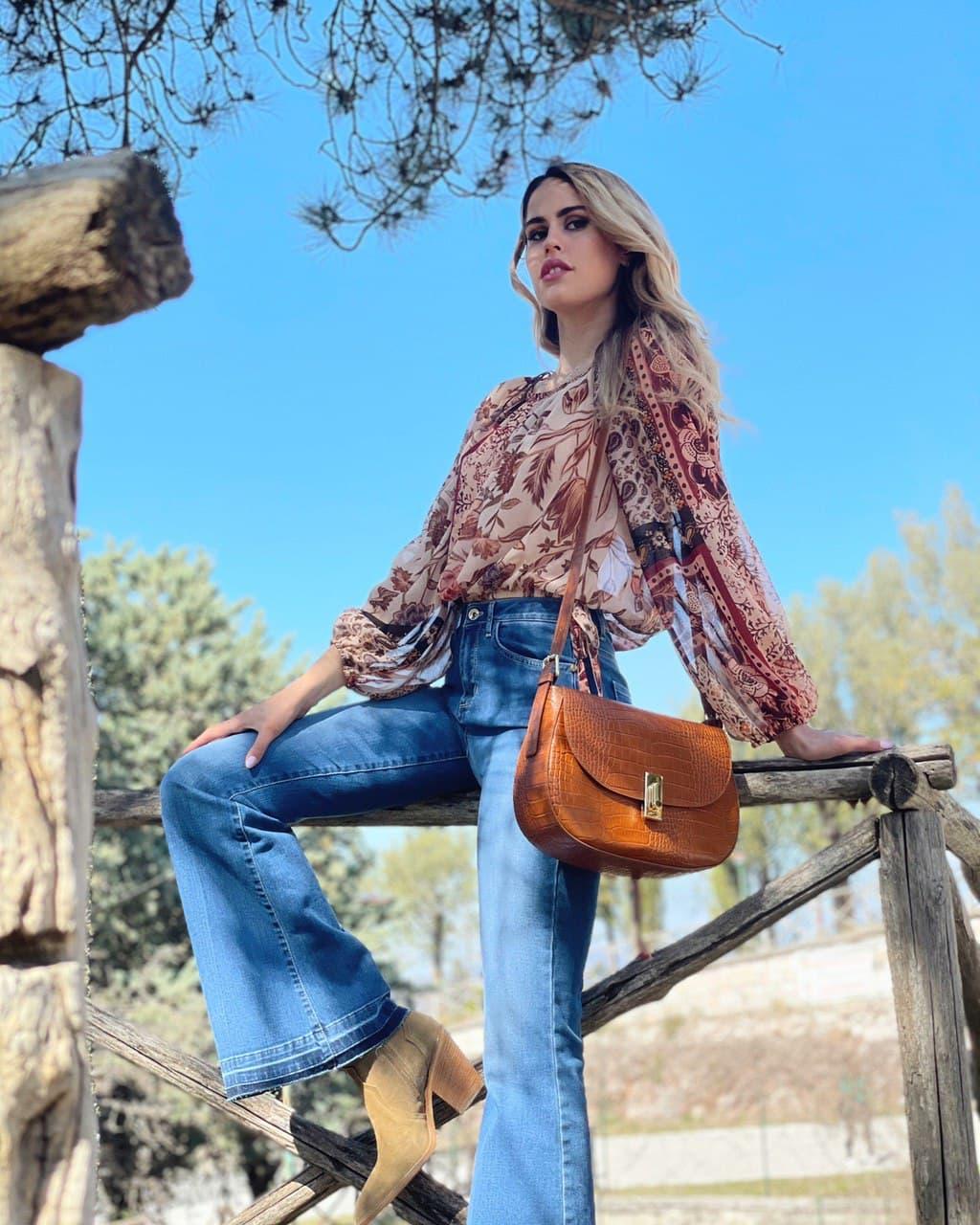 tendenza anni '70: jeans a zampa