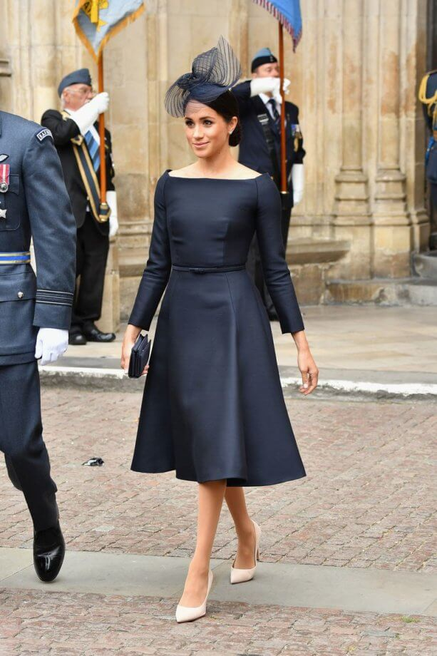 Hot or not - Meghan Markle in tubino blu svasato