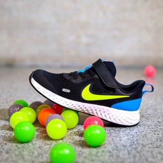 5 esercizi per tenersi in forma - Sneakers Nike bimbi, Deichmann