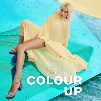 Colour Up - Rita Ora indossa i sandali glitter