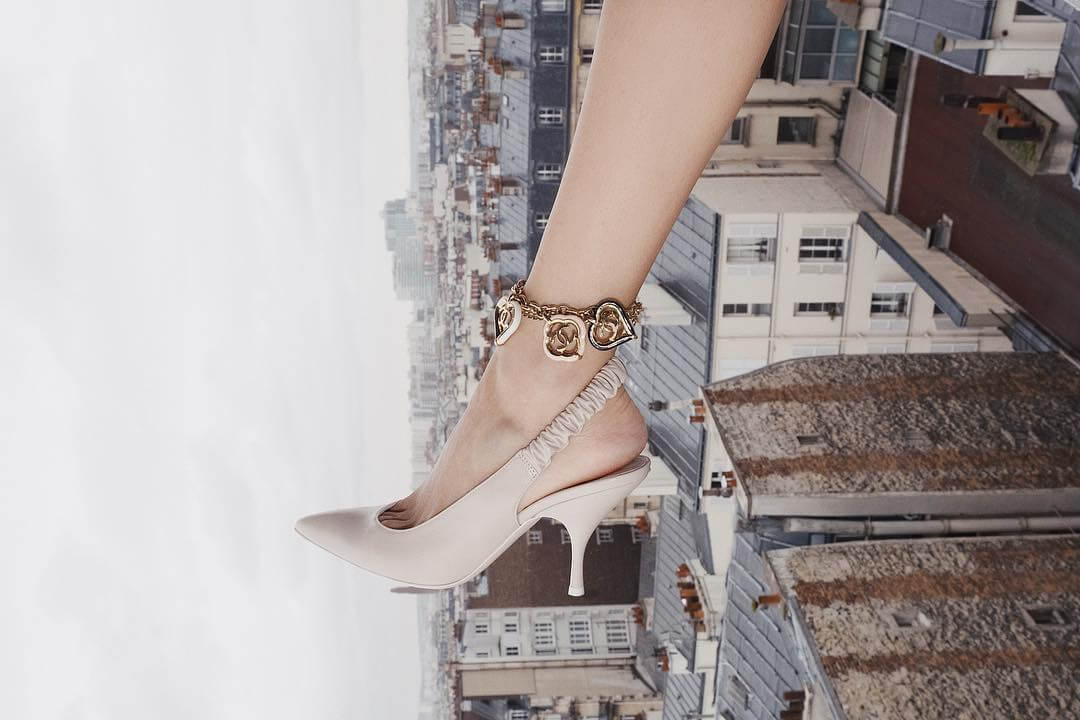 cavigliere estive con charms in oro