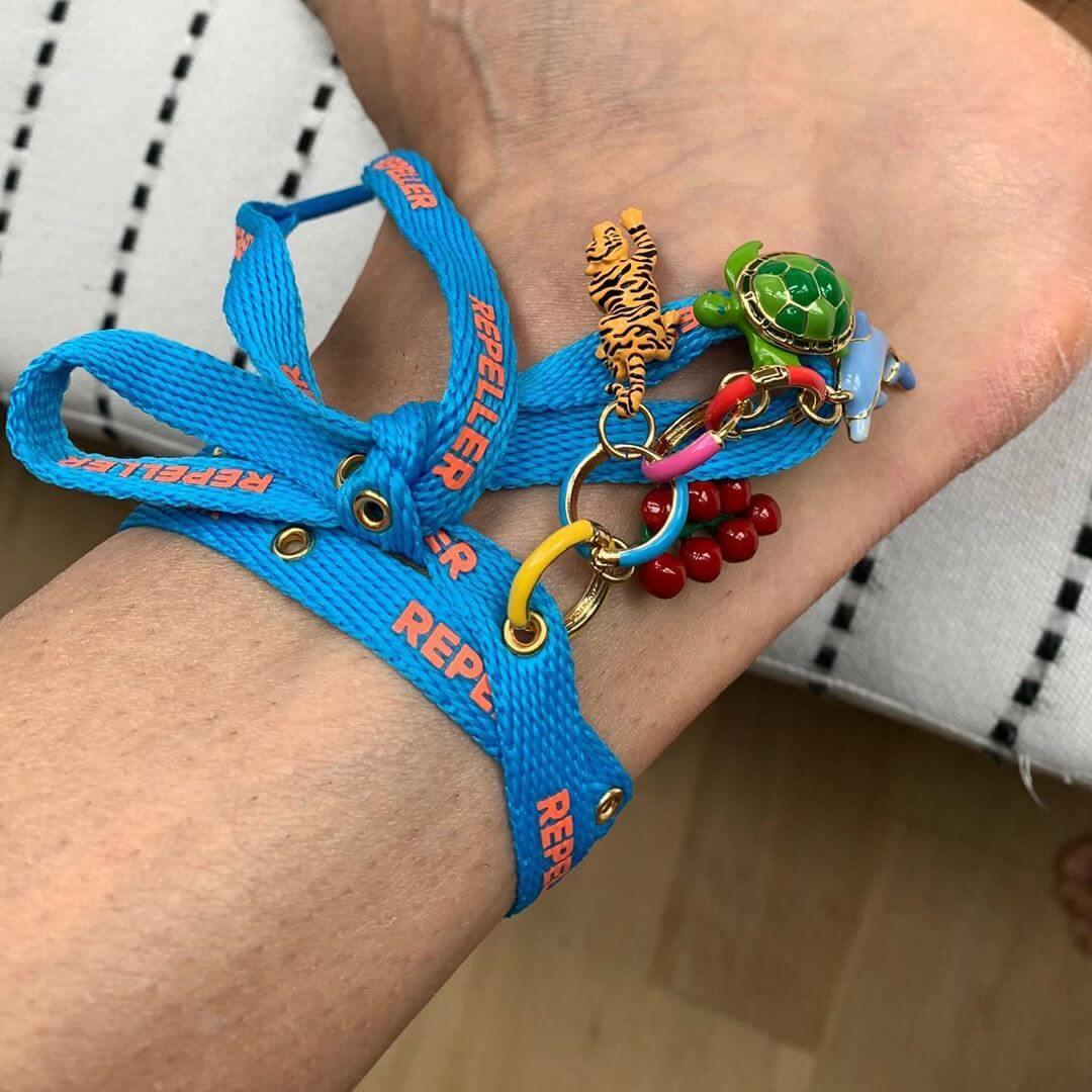 Cavigliere estive - stringa colorata con charms smaltati