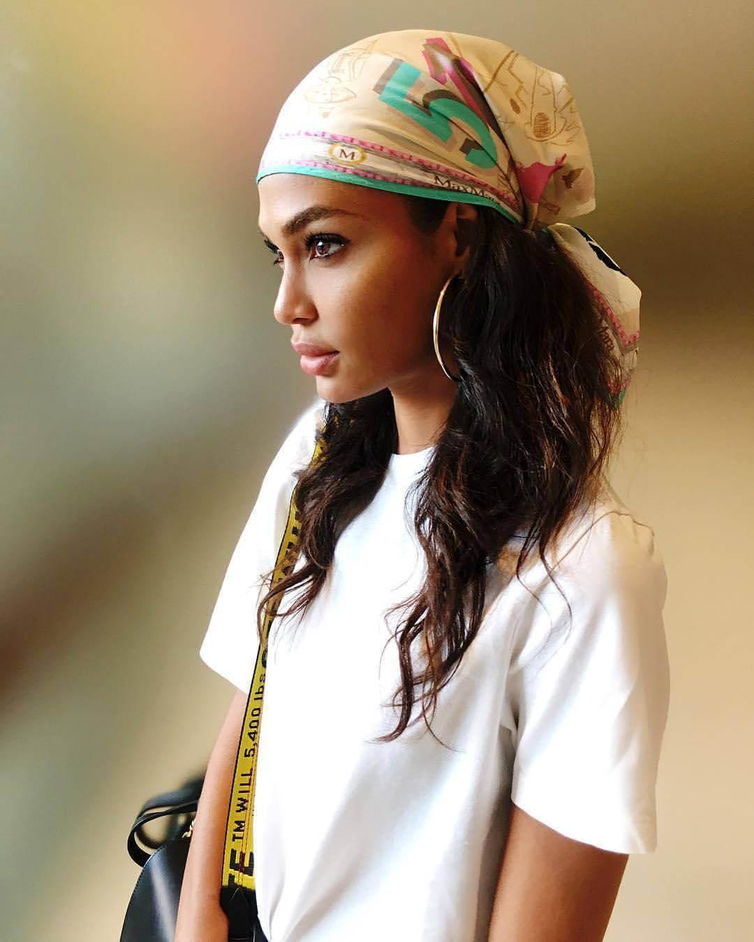 foulard sui capelli con nodo dietro