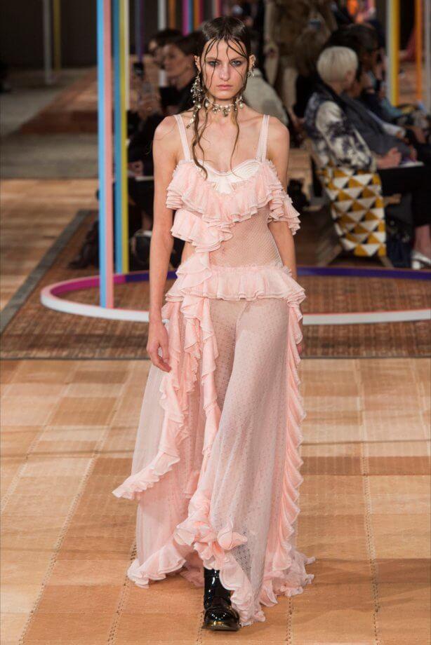 Toni pastello - Vestito rosa cipria a pois e balze