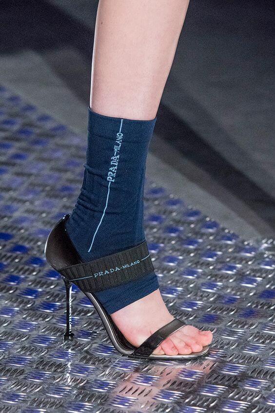 Sandali neri Prada con tacco a spillo