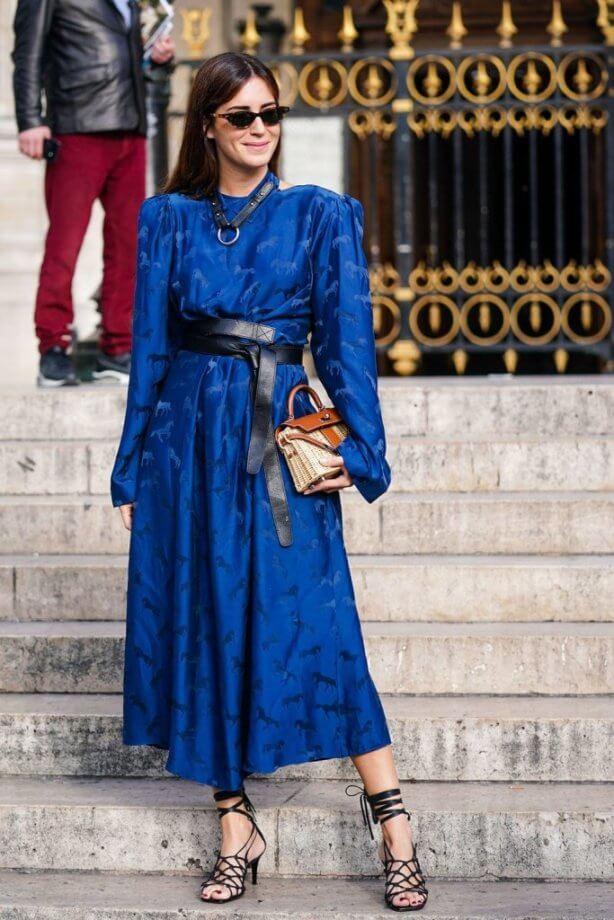 classic blue - vestito con cintura nera in contrasto