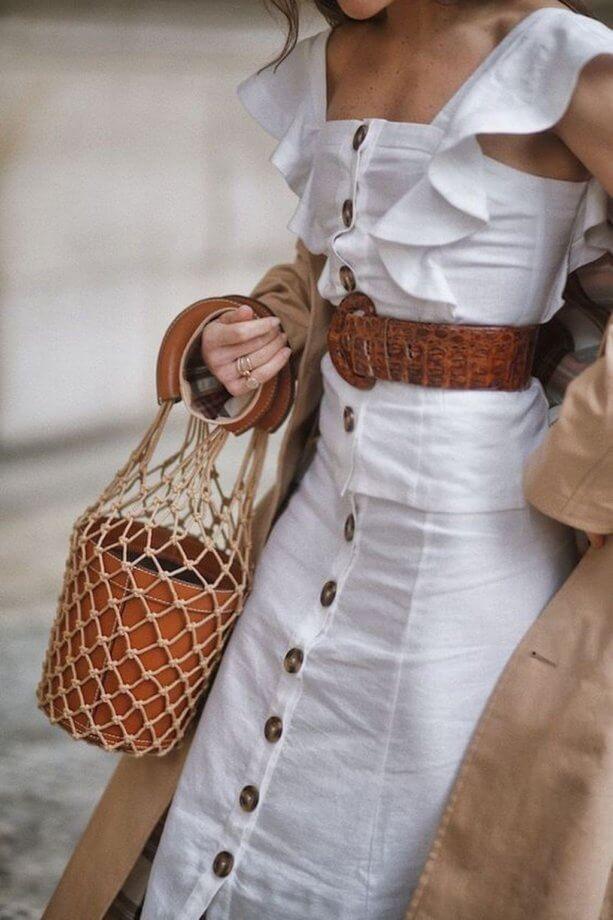 vestiti con i bottoni grossi - vestito di lino bianco con bottoni in contrasto