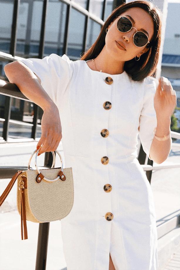 vestiti con i bottoni grossi