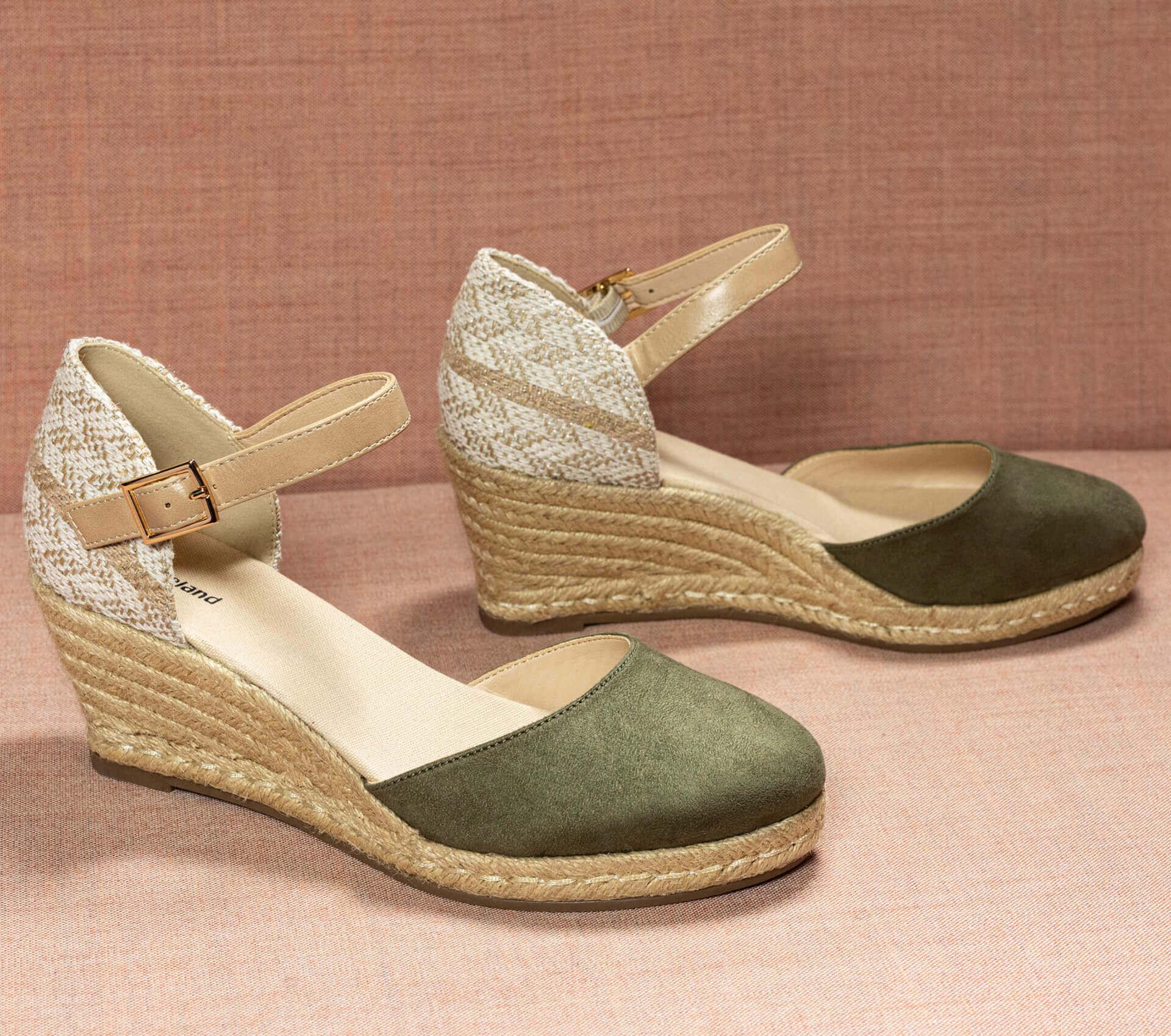 3-Bast-Schuhe-Kachel