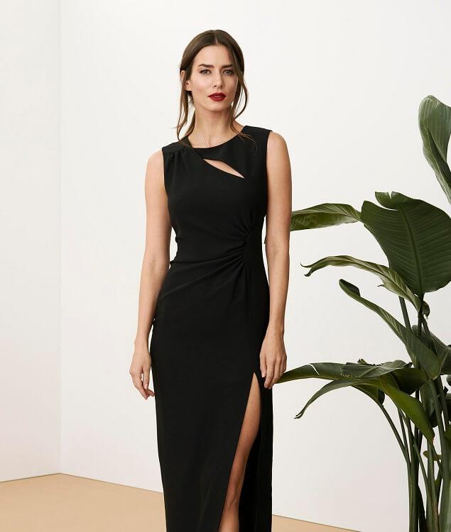 """a6d2005afb06 Na formálnu svadbu sa hodia i dlhé šaty. Predpísaný dresscode """"black tie""""  vám už sám osebe napovedá"""