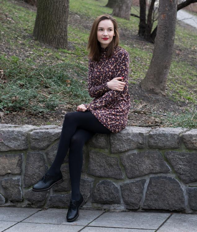 71b17f044 Ďalšou mojou jarnou kombináciou je ležérny outfit, ktorý sa dá nosiť do  práce, školy i na prechádzku. Džínsy so športovejším tričkom alebo s  tričkom so ...
