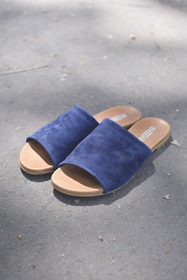 """956abfc52fecf ... ten anjel mu povedal: Opáš sa a sandále svoje si zaviaž… a On tak  urobil"""" ukazuje dlhoročnú históriu, kam až sandále siahajú. Boli prvým  druhom obuvi, ..."""